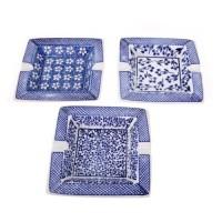 Cenicero cuadrado porcelana estampado blanco y azul 15x15x3h cm