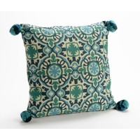 Cojín algodón con relleno dibujo arabesco azul turquesa con pompón 40x40 cm
