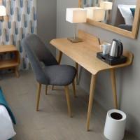 Escritorio nórdico madera de fresno Curve 110x45x75h cm