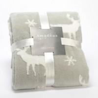 Manta plaid gris y blanca estampado renos y copos de nieve 130x170cm. Manta de sofá suave y cálida de invierno en color gris con