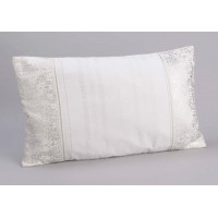 Cojín rectangular con relleno blanco y bordes arabescos plata 30x50 cm