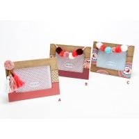 Portafotos madera con pompones lana Boho 3 modelos 10x15h cm